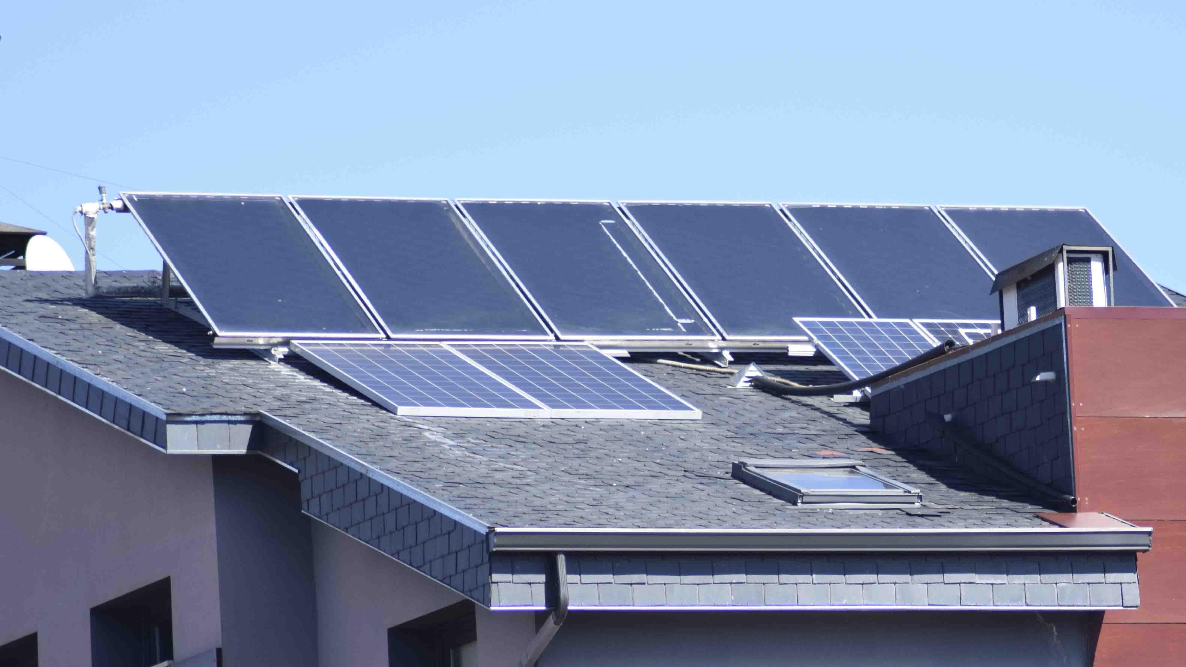 Suministro e instalacion de placas solares en chalet