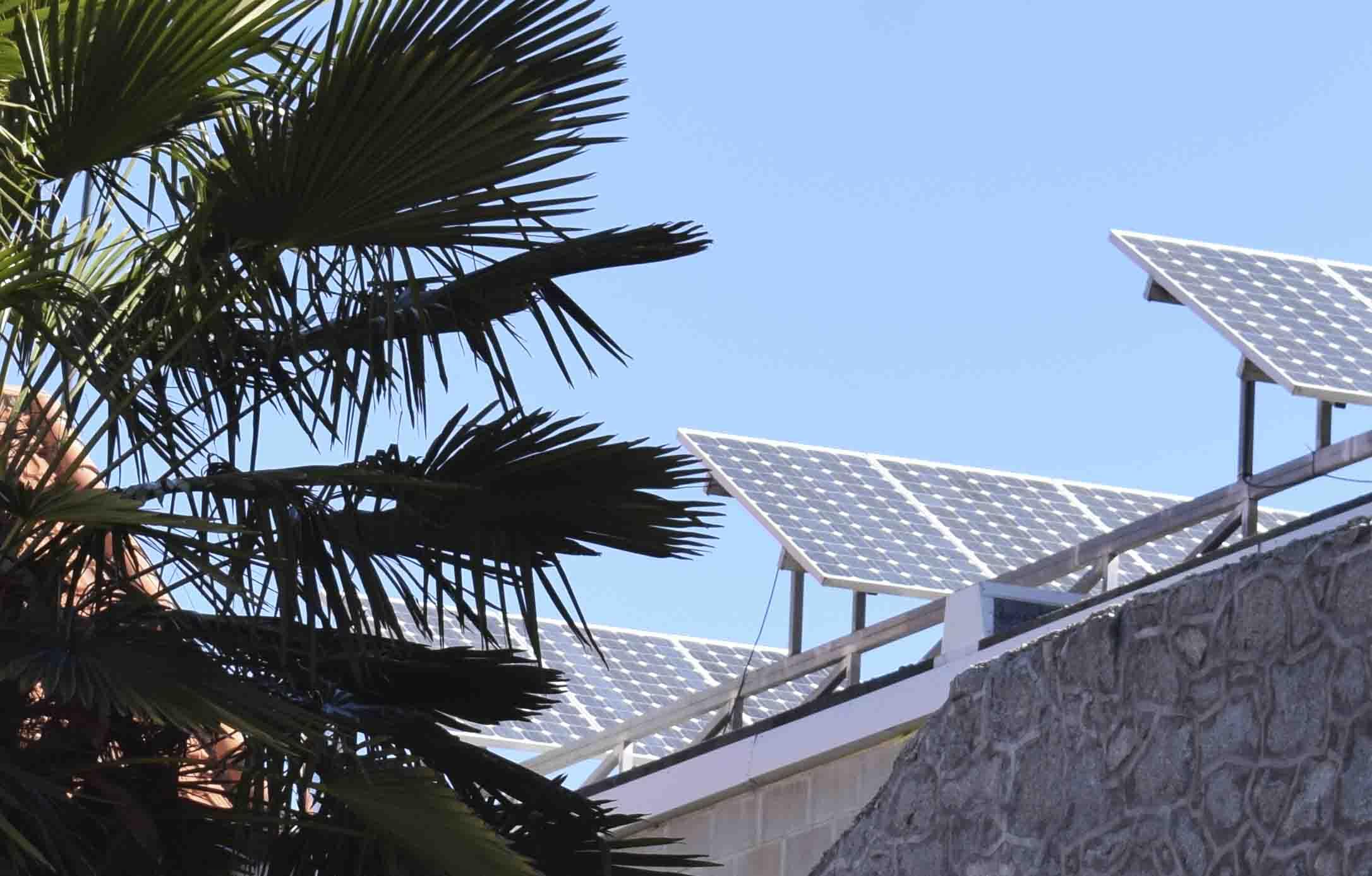 Suministro e instalacion de placas solares sobre cubierta plana